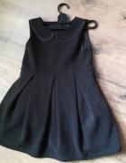 Czarna sukienka kołnierzyk kontry...