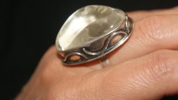 Pierścionki duży pierścionek z kryształem górskim