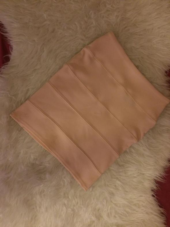 Nikka pudrowa pastelowa pudrowy róż różowa bandażowa krótka spódniczka spódnica mini bandage