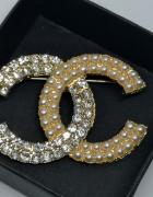 Złota broszka cc perły cyrkonie styl chanel...
