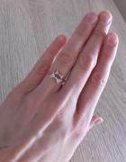 Złoty pierścionek z cyrkoniami srebro złocone 925 kokardki...
