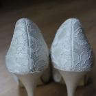 szpilki na wysokim obcasie buty ślubne białe kremowe koronkowe koronka szpilki na wysokim obcasie