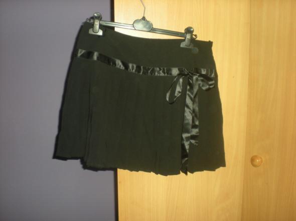 Spódnice Śliczna czarna plisowana spódniczka z kokardką