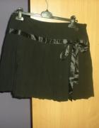 Śliczna czarna plisowana spódniczka z kokardką...