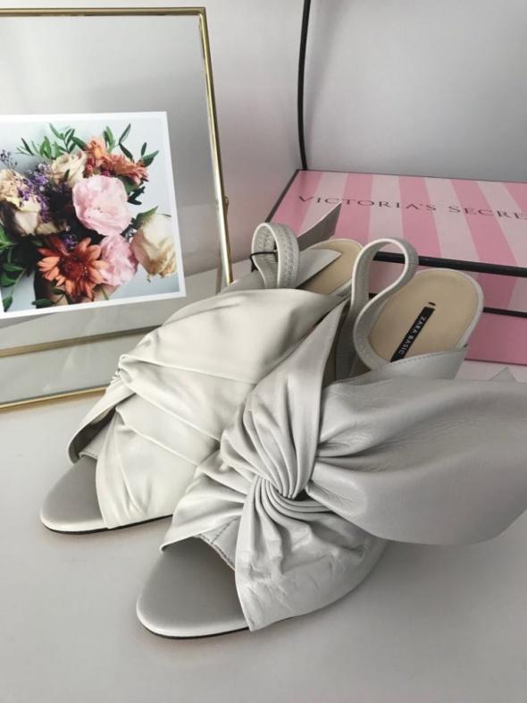 Skórzane buty na obcasie Zara białe peep toe 40