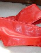 Czerwony piekny pasek