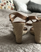 Sandałki na koturnie rozmiar 39 skóra...