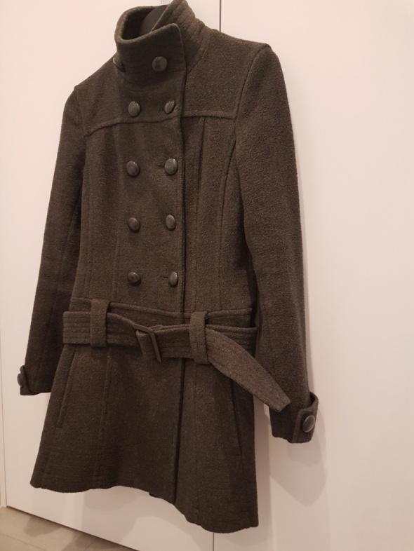 szary płaszcz Reserved...