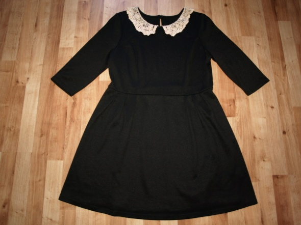 Czarna sukienka 44