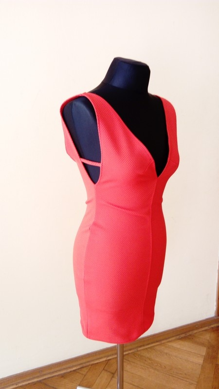 Seksowna neonowa dopasowana sukienka a
