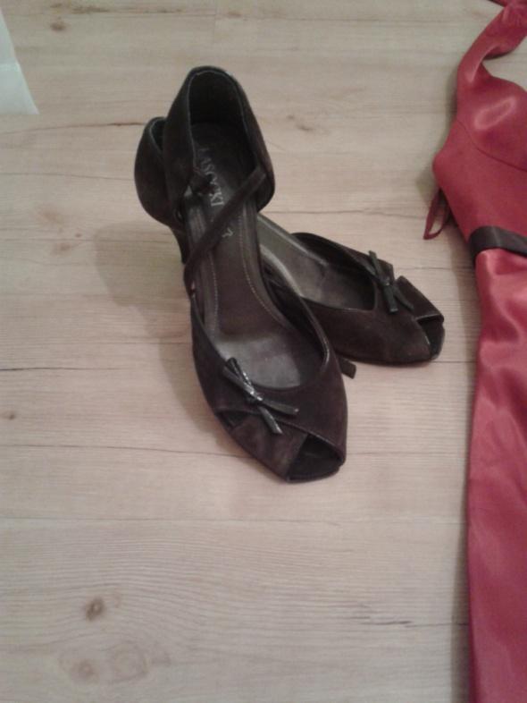Brązowe buty na obcasie LASOCKI...
