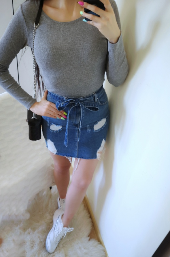 Pull&Bear Spódnica damska jeansowa z przetarciami M 38