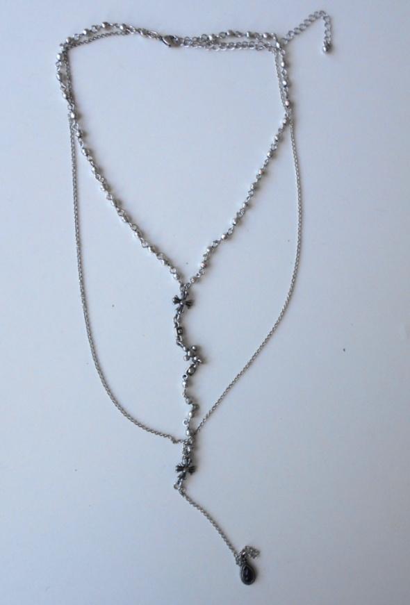 Bershka srebrny naszyjnik