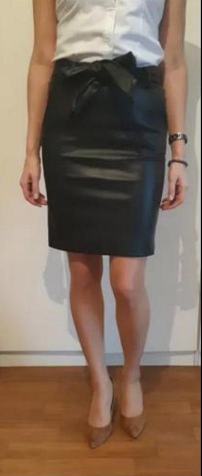 Spódnice Czarna spódnica ekoskóra z wiązaniem 36
