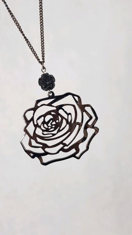 Naszyjnik czarny róża avon