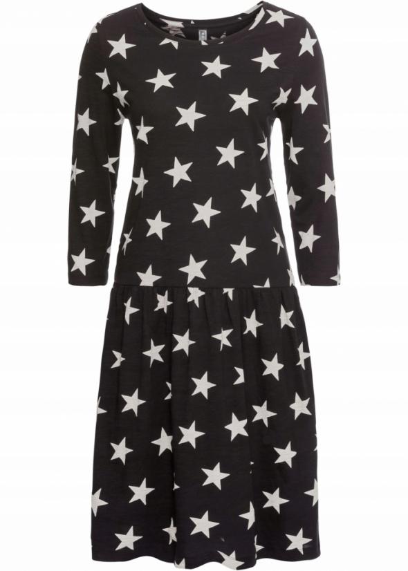 Czarna w gwiazdki shirtowa sukienka