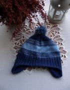 Niebieska czapka uszatka dziecięca w paski z pomponem H&M...
