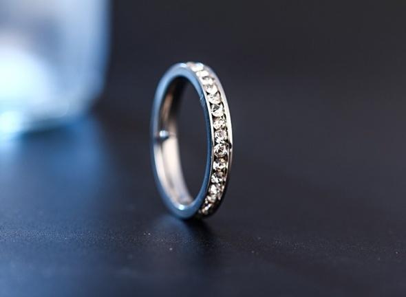 Nowy pierścionek obrączka cyrkonie srebrny kolor