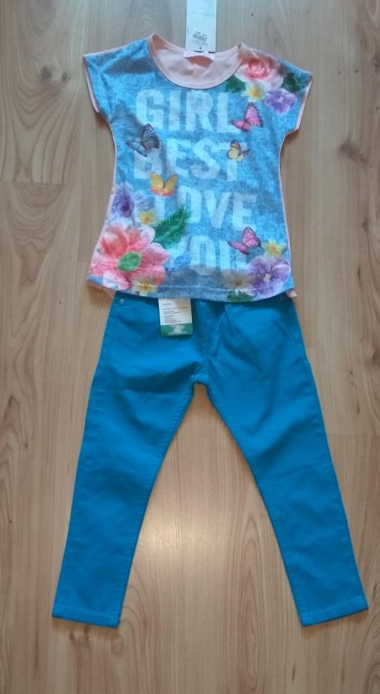 Bluzka z dłuższym tyłem i niebieskie spodnie dziew