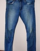 sportowe jeansy 3840...