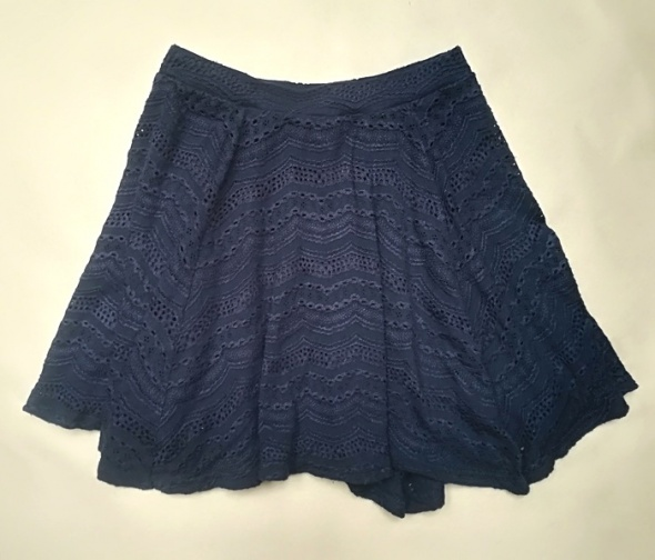 River Island rozkloszowana mini spódnica ażur XS S