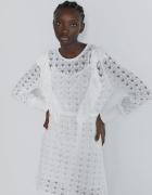 Zara biała ażurowa sukienka sweterkowa dzianina ozdoby falbanki...