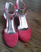 Koralowe buty na koturnie z blaszką 36...