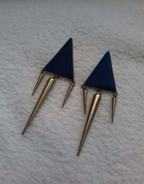 Kolczyki ćwieki niebieskie trójkąty