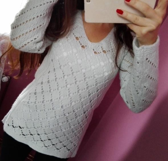 Cudny miętowy sweter ażurowy dłuższy tył S M