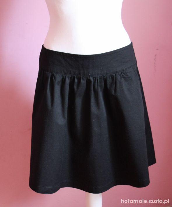 Spódnice Czarna elegancka spódniczka Reserved