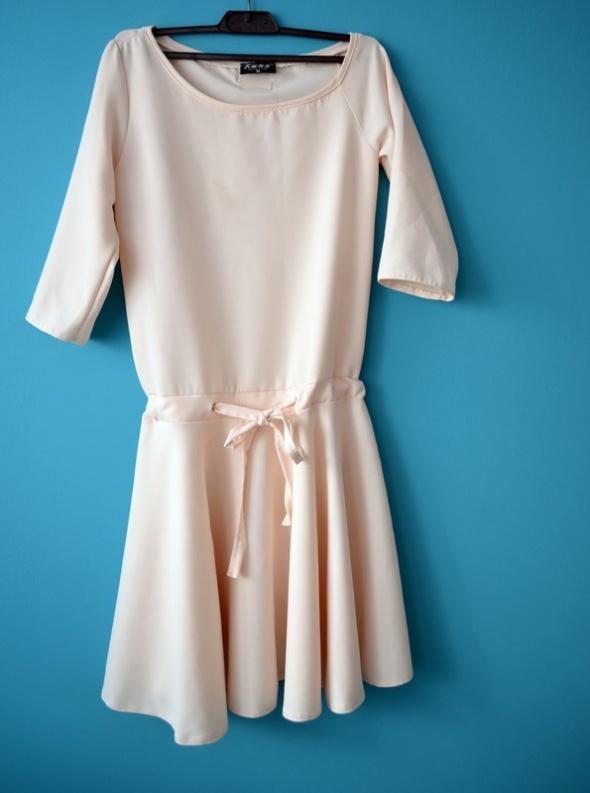 Sukienka jasna kremowa