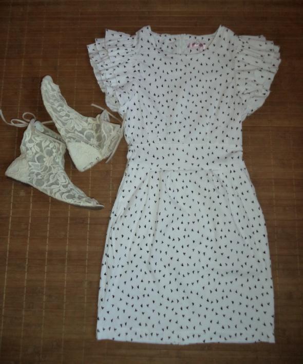 Biała sukienka falbanki...