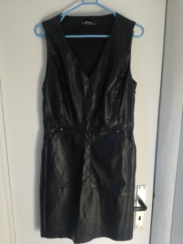 Sukienka Bershka czarna Mex 28