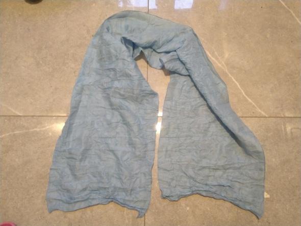 Błękitna chusta apaszka