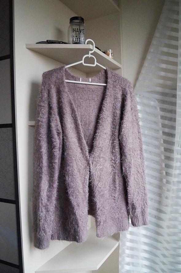 Liliowy sweterek kudłaty