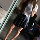 Czarna skórzana rozkloszowana spódnica BERSHKA XS