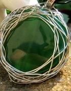 Zielony agat w aureoli metaloplastyka wisior