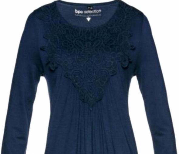 Granatowa shirtowa sukienka z koronką