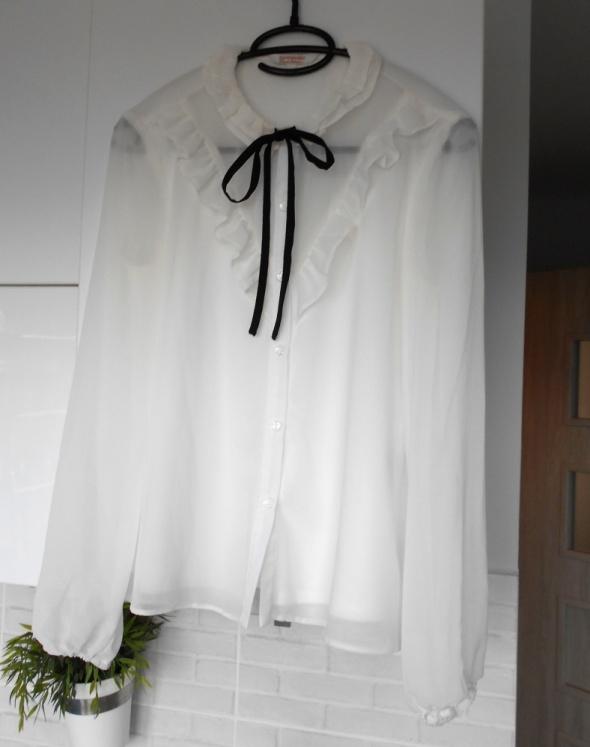 Koszule CA biała koszula bluzka mgiełka czarna kokardka falbanki