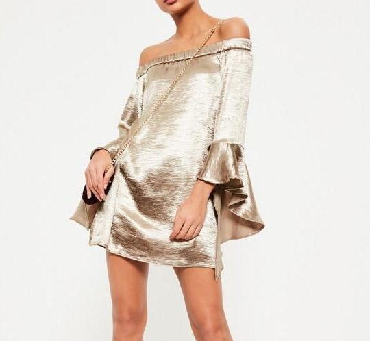 Złota jedwabna sukienka szerokie rękawy odkryte ramiona Missguided