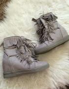 szare botki koturny buty na koturnie z frędzlami frędzle...