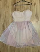 Rozkloszowana sukienka pudrowy roz...