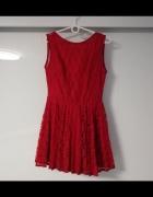 Sukienka koronkowa odkryte plecy