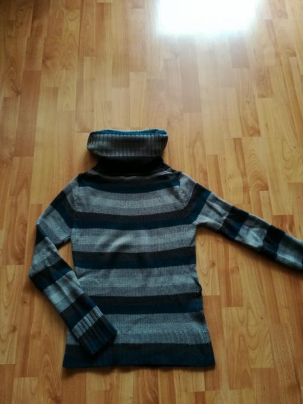 Sweter z dużym golfem S