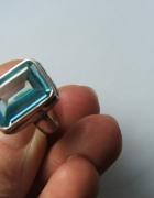 srebrny pierścionek z topazem 925