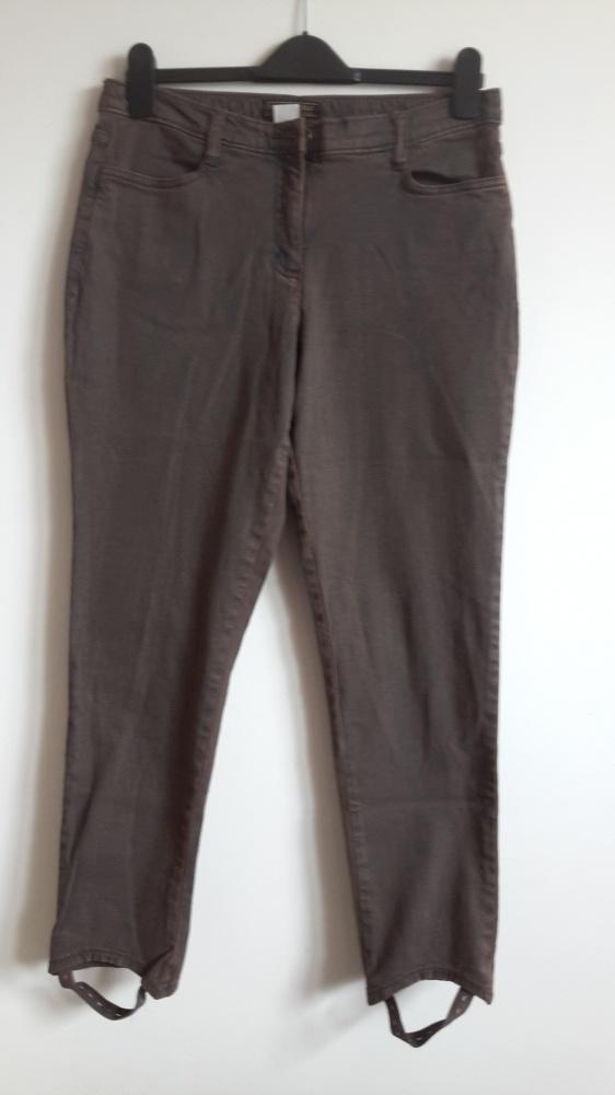 Modne spodnie 42