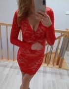 Koronkowa czerwona sukienka