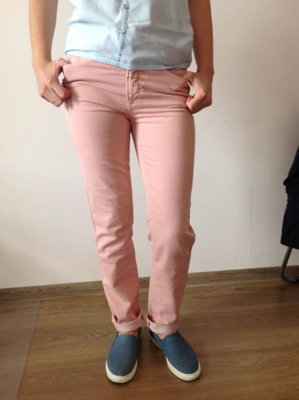 Spodnie z bawełny w kolorze pudrowego różu