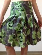 Spódnica w graficzne wzory...