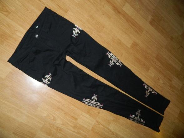VILA czarne rurki wzorki hafty roz 36